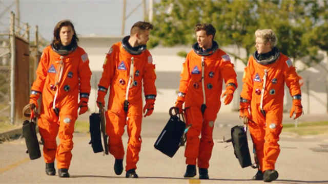 Drag Me Down 1080P -- One Direction